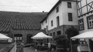 Der Hof des Weinguts Caspari-Kappel